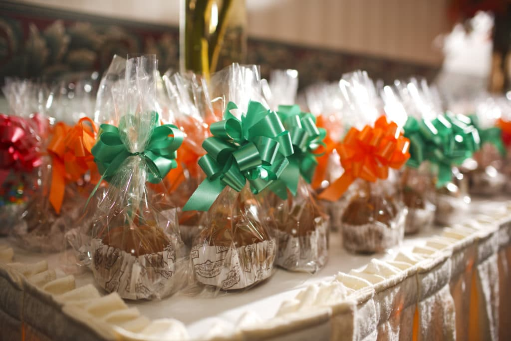caramel apple favors for fall wedding